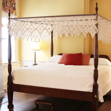 Cozy-rooms-at-the-Kings-Courtyard-Inn-Charleston