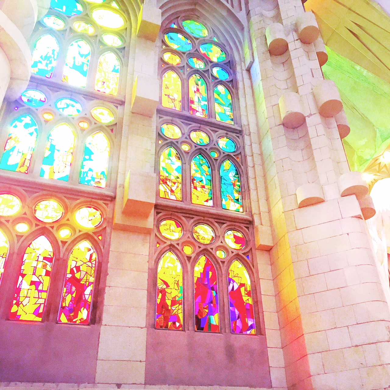 La sagrada familia travel colorfully